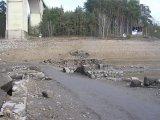 Část bývalé silnice při vjezdu na řetězový most - pravý břeh