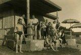 Před chatou píseckého Motoklubu