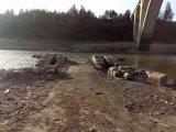Příjezdová cesta k bývalému řetězovému mostu, pravý břeh řeky, leden 2020