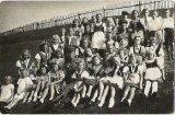 Děti z Olešné a Rastor s ruskými vojáky, květen 1945