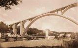 Téměř 18 let stály oba mosty vedle sebe.